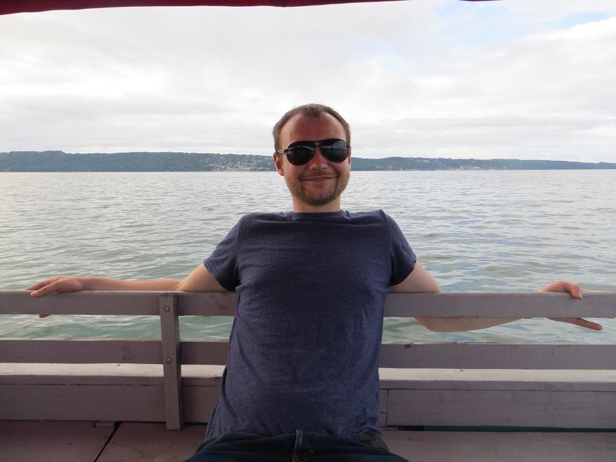 Michiel geniet van het boottochtje