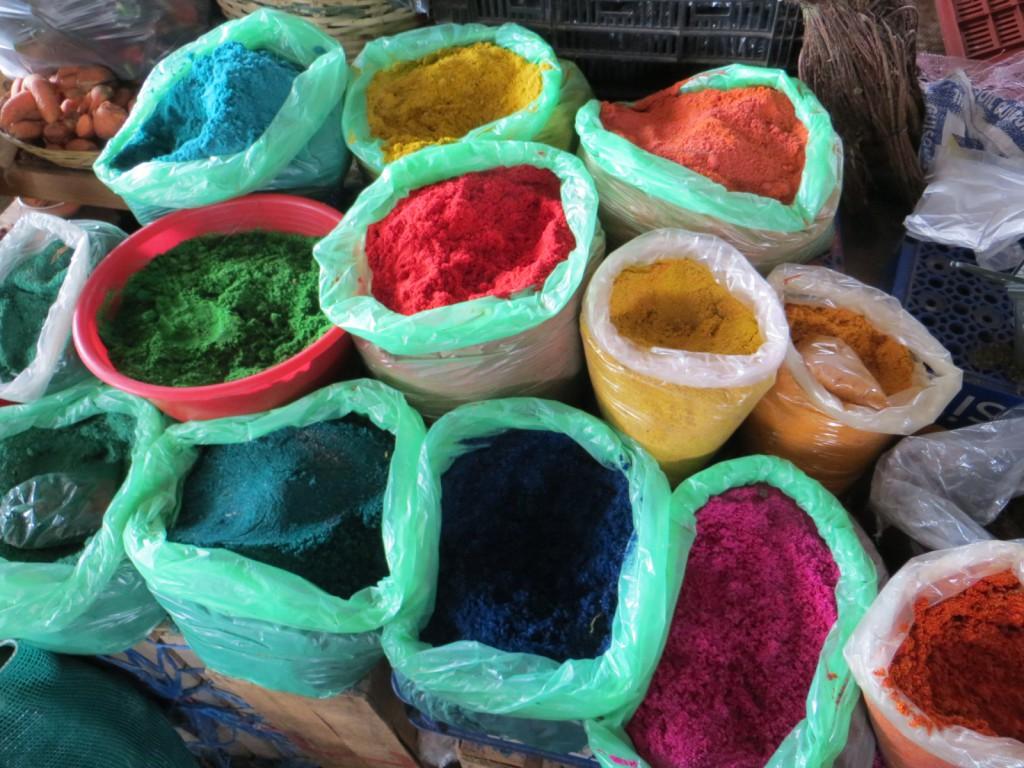 Verpulverde bloemblaadjes die gebruikt worden als decoratie