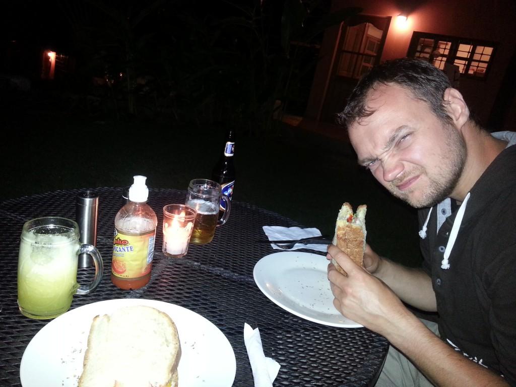Het eten is lekker, maar Michiel vat de dag samen met zijn gezicht