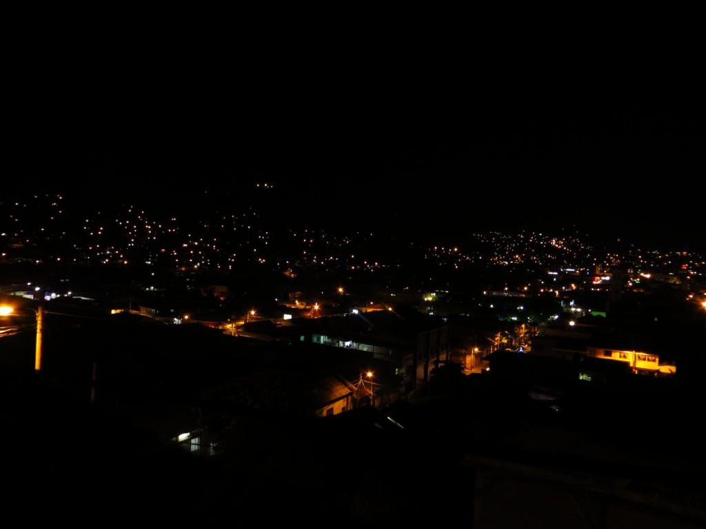 Het uitzicht over de donkere stad Matagalpa (vanuit ons hotel).