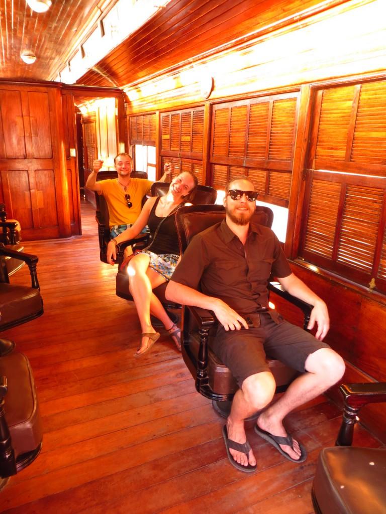 Binnen in de oude trein