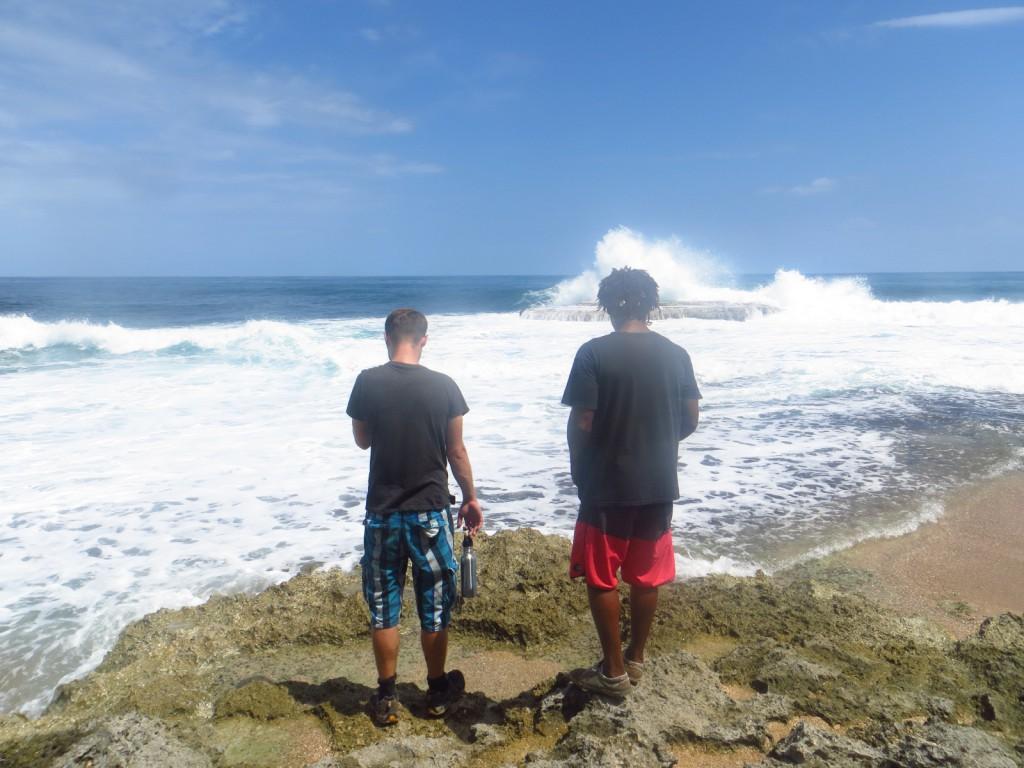 Michiel en Kevin, op zoek naar krabbetjes