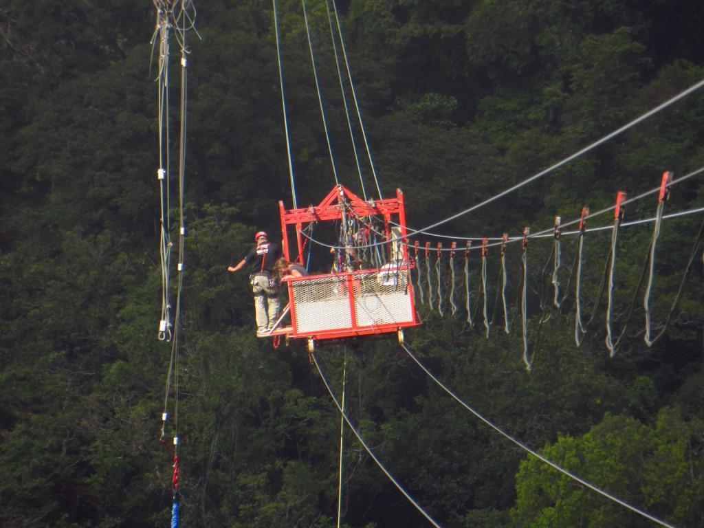 Het karretje waar we op 143m hoogte vanaf sprongen