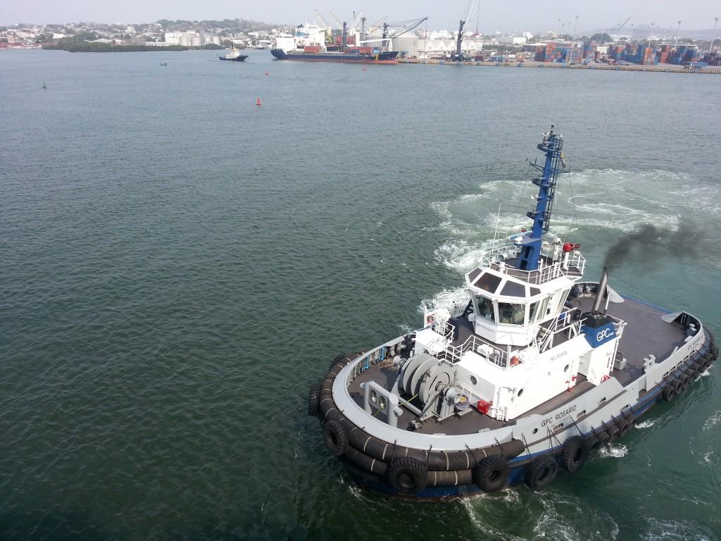 De haven van Cartagena, dit stoere sleepbootje bracht ons met gemak naar de kant.