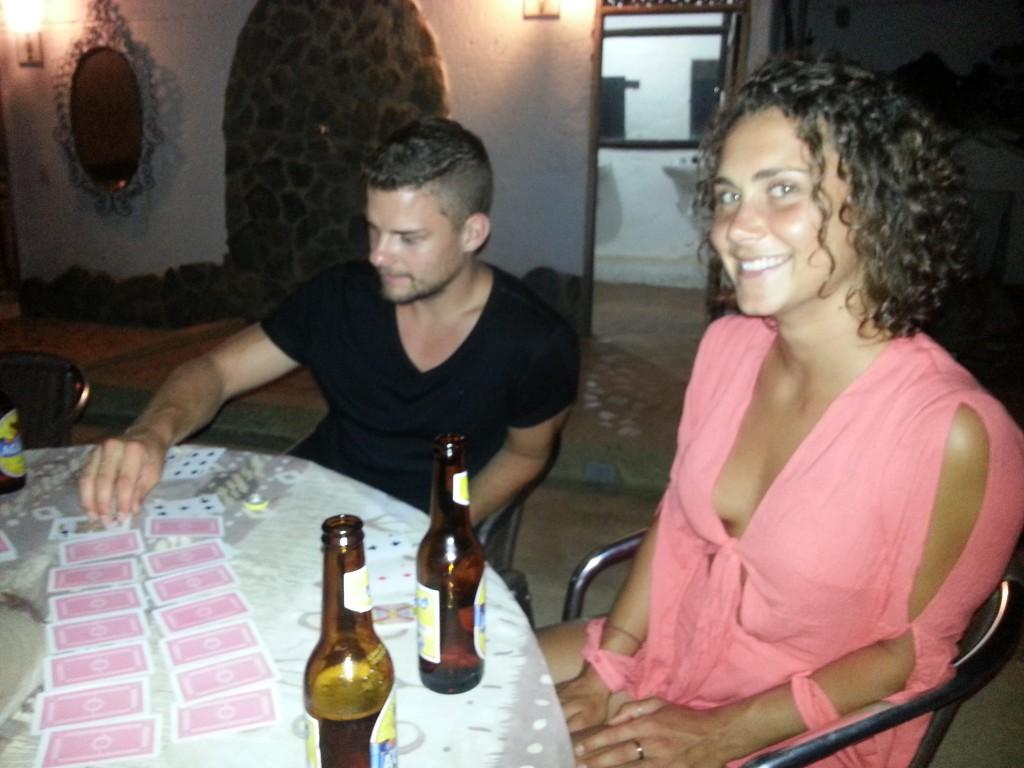 Dit is Iolani, we deden een drankspelletje, maar het was zeer saai, omdat iedereen maar één biertje had.