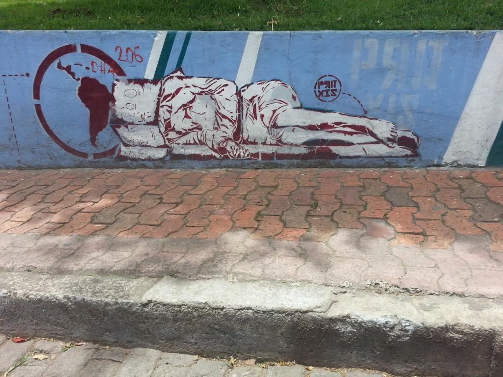 Geen graffiti, maar stencil. Een statement naar de overheid dat er teveel gezichtsloze zwervers zijn en ze die beter moeten opvangen.