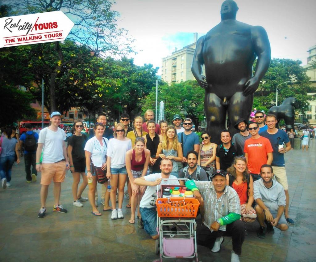 De groep waarmee we de Free Walking Tour deden (en een rare man die graag op de foto wou).