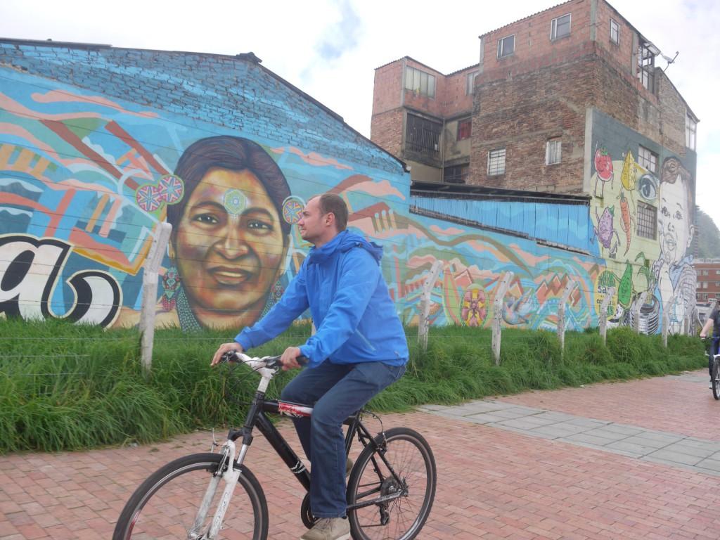 De fietstocht bracht ons langs nieuwe grafittimuren.