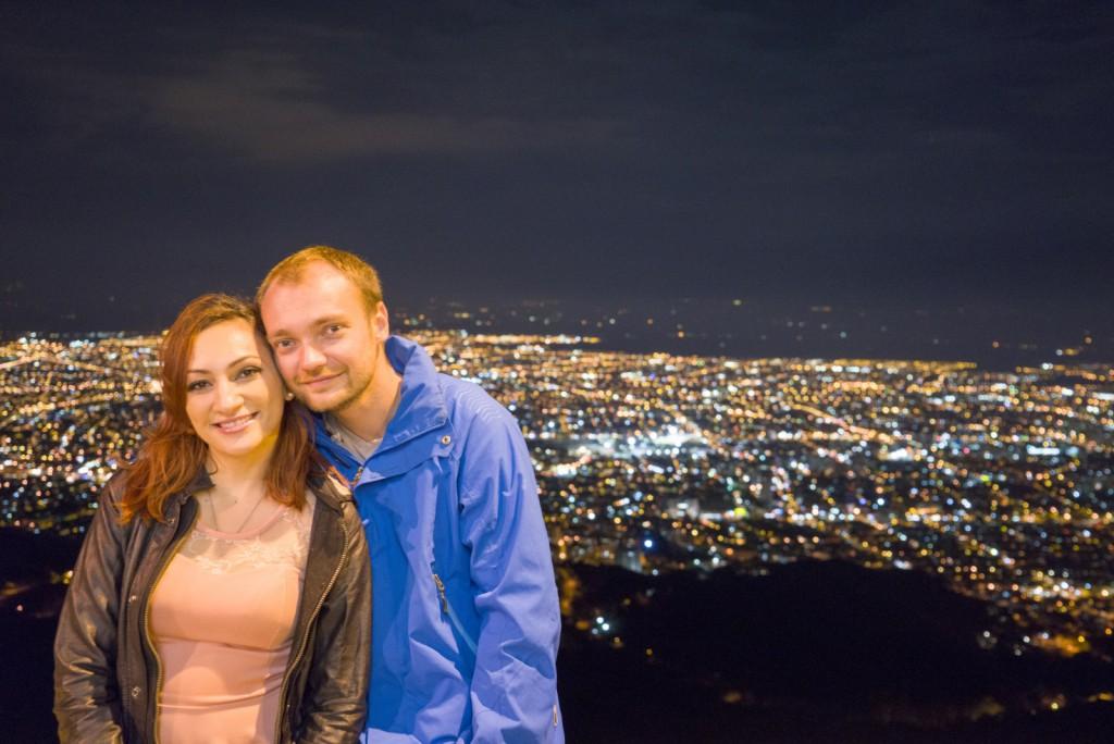 Paula en ik voor het uitzicht op de stad, of is het stiekem een green screen?