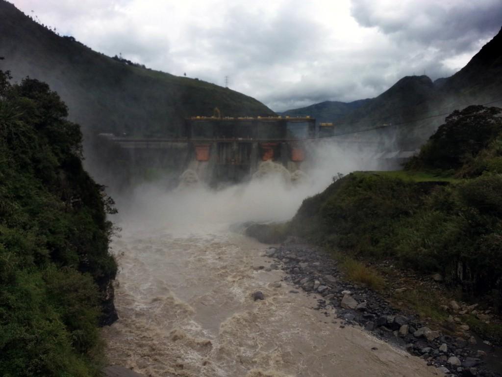 De grote dam van Baños. Hier wordt het water doorgespoeld (hahahaha).