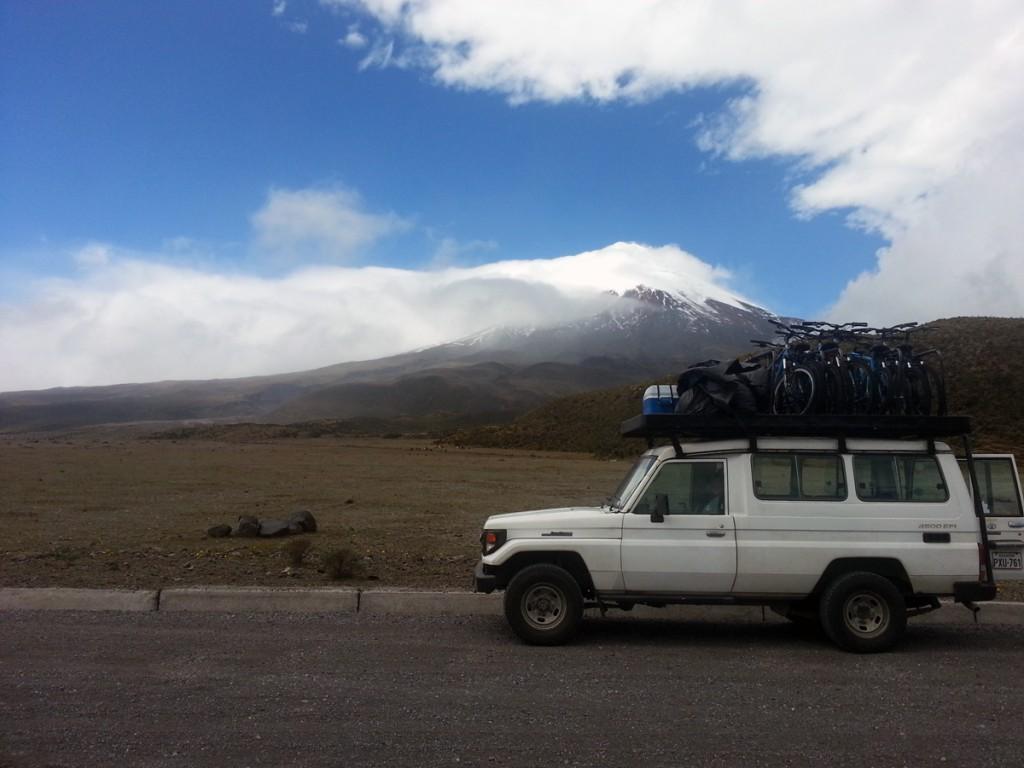 Mountainbikes onderweg naar de Cotopaxi vulkaan