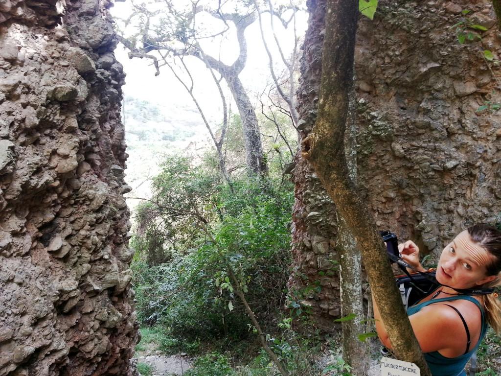 Marie die een foto maakt van de 'canyon'.
