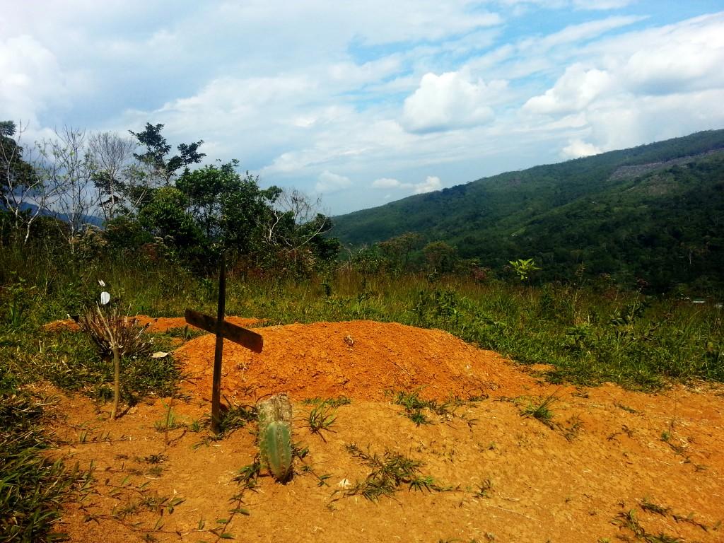 Een simpel graf, maar toch een mooie plek om te liggen.