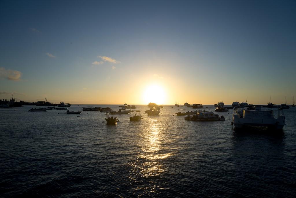 Zonsondergang vanuit de haven.