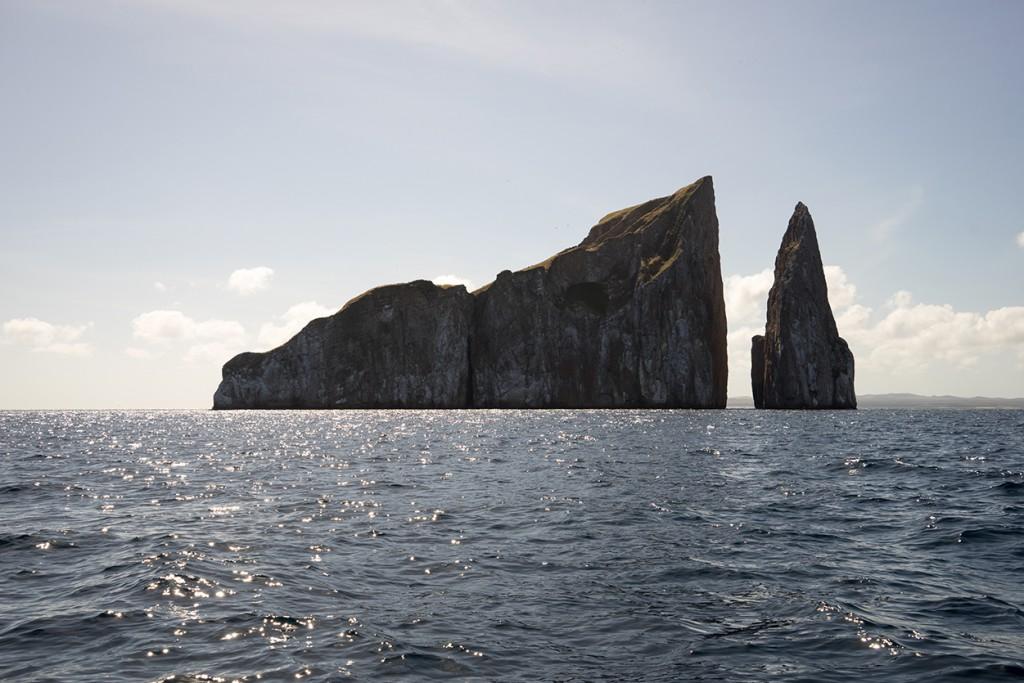 Kicker Rock ook wel Leon Dormido (slapende leeuw). De beste duikspot van de eilanden.