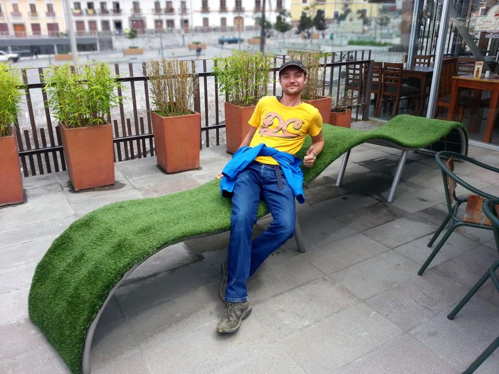 Lekker hangen op één van de groene kunststoelen.