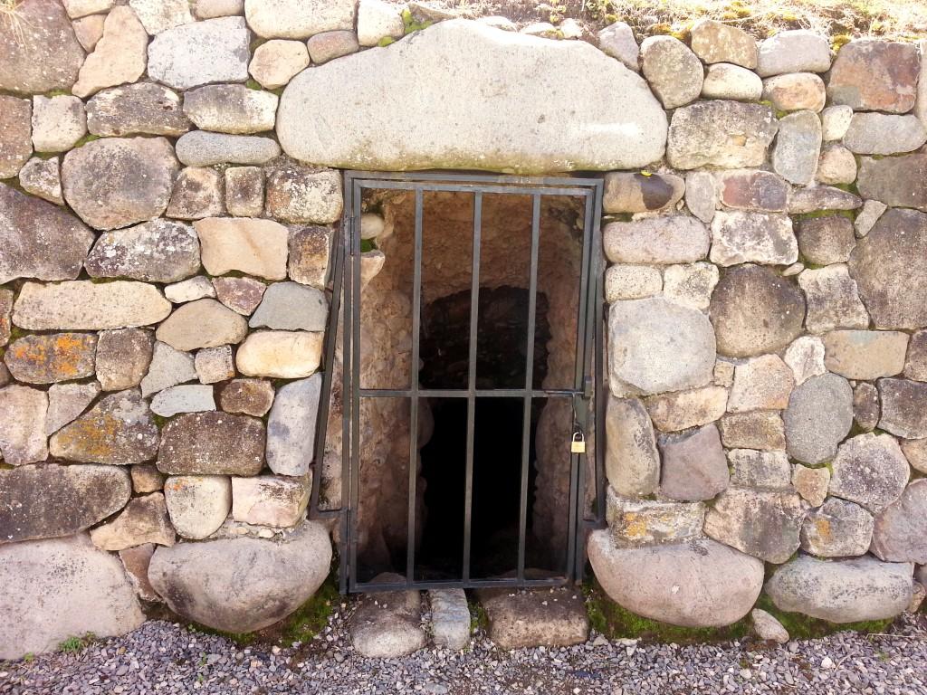 Volgens de Inca's zaten hier mummies in de tunnel.