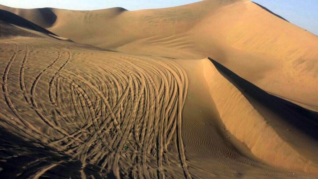 Dat krijg je van al dat crossen door de woestijn.