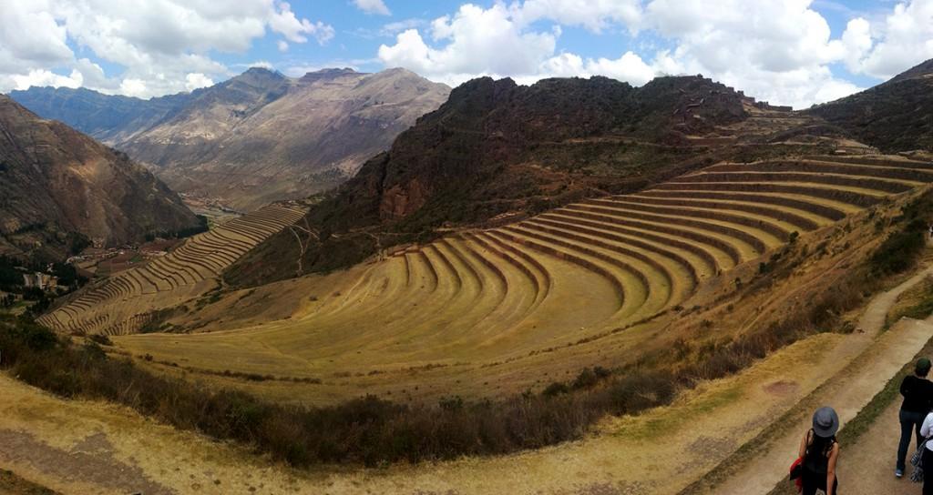 Hier verbouwde de Inca's hun eten en medicijnen. Beneden aardappels, midden fruit en groenten, bovenaan medicinale planten, zoals Coca.