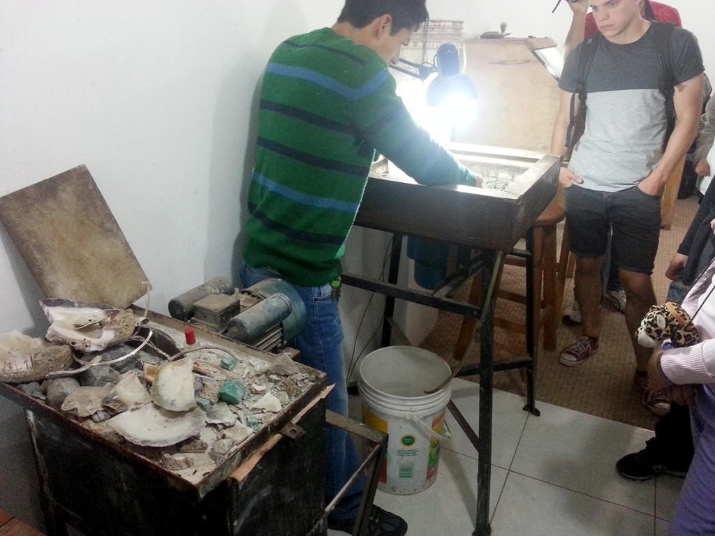 Pisac is ook bekend om het verwerken van zilver. Wij kregen een korte workshop.