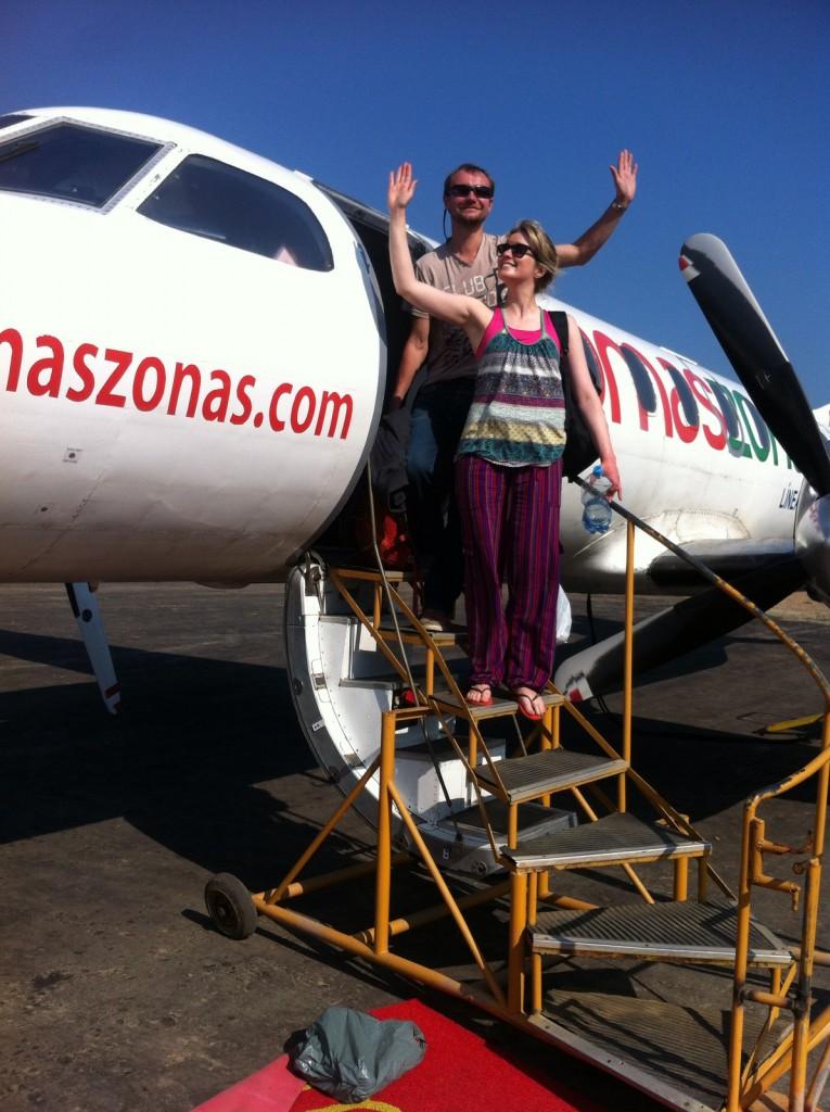 Samen met mijn presidentiële vrouw Jodie stapte ik het privévliegtuig uit.