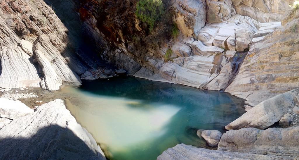 De zevende waterval en het meertje met het ijskoude water waar ik in gezwommen heb.