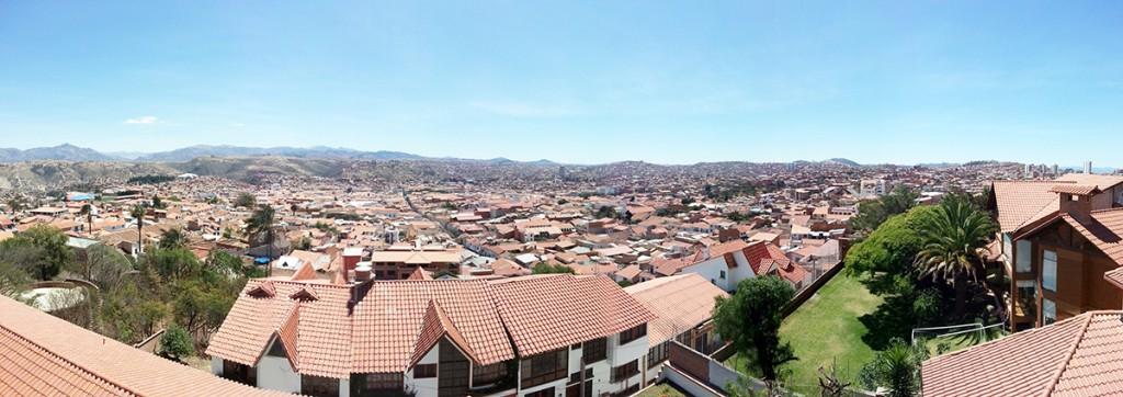 Zo ziet de stad Sucre er uit van buiten. Veel vriendelijker en lichter dan de meeste hoofdsteden.