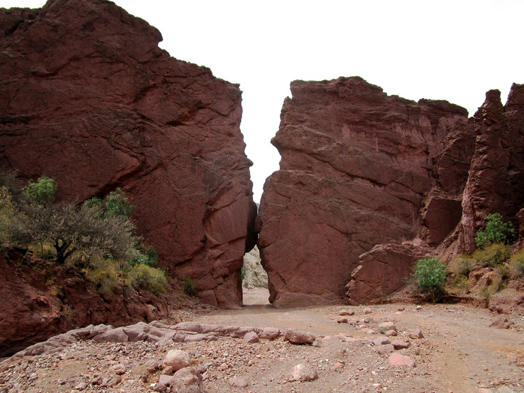 Dit is de ingang naar canyon del duende. Een passende poort voor een prachtige canyon.
