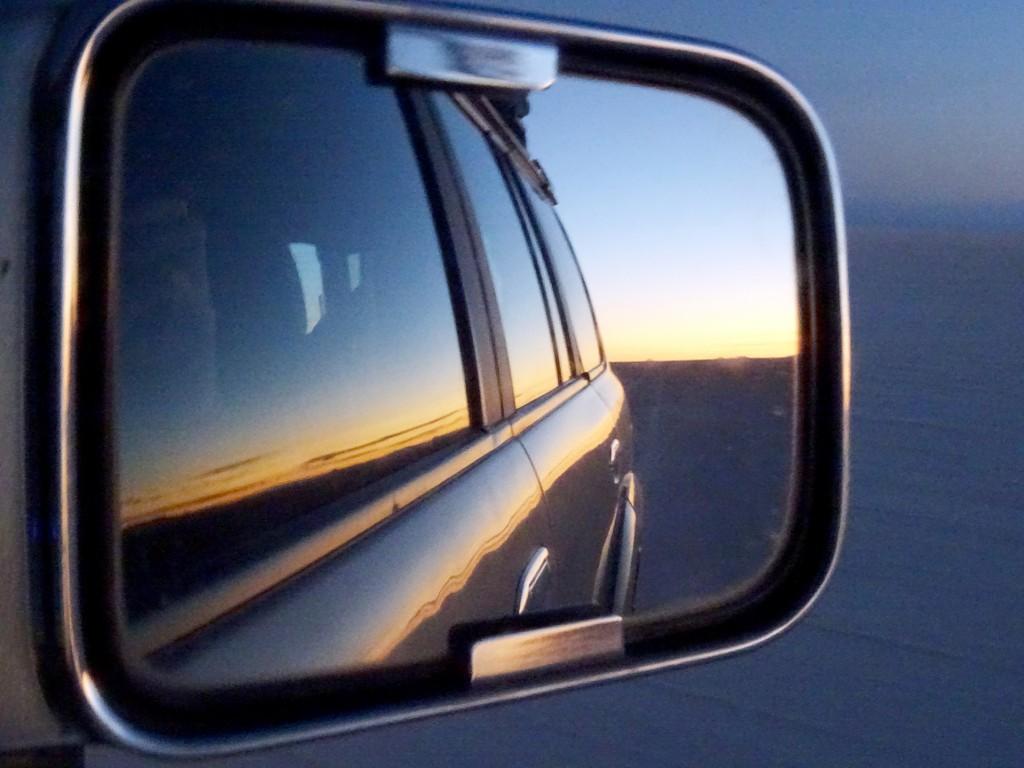 Vanuit de auto zagen we al de zonsopgang, wat zorgde voor deze aparte foto.