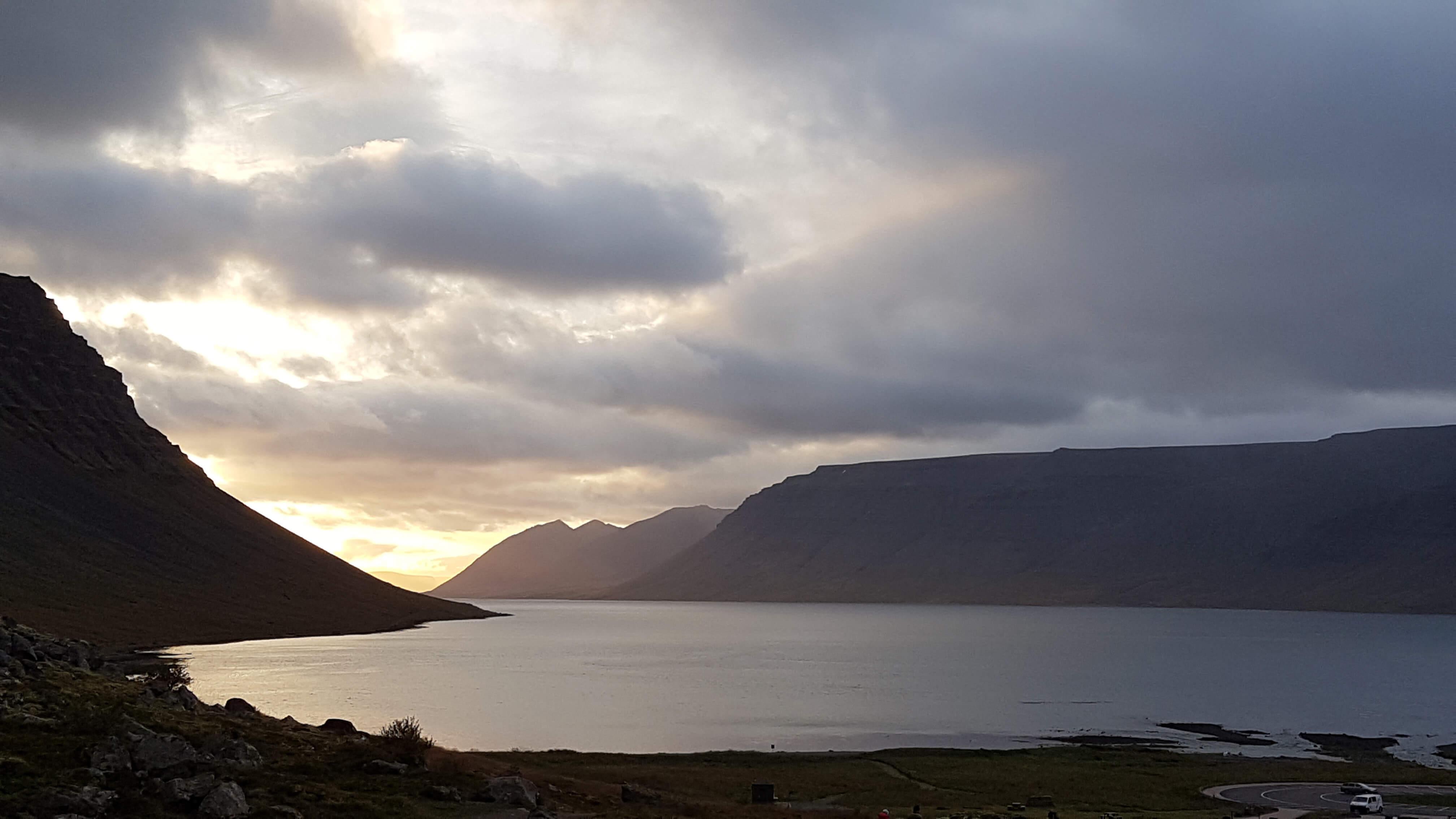 Gewoon een random uitzicht van laagstaande zon in de fjorden