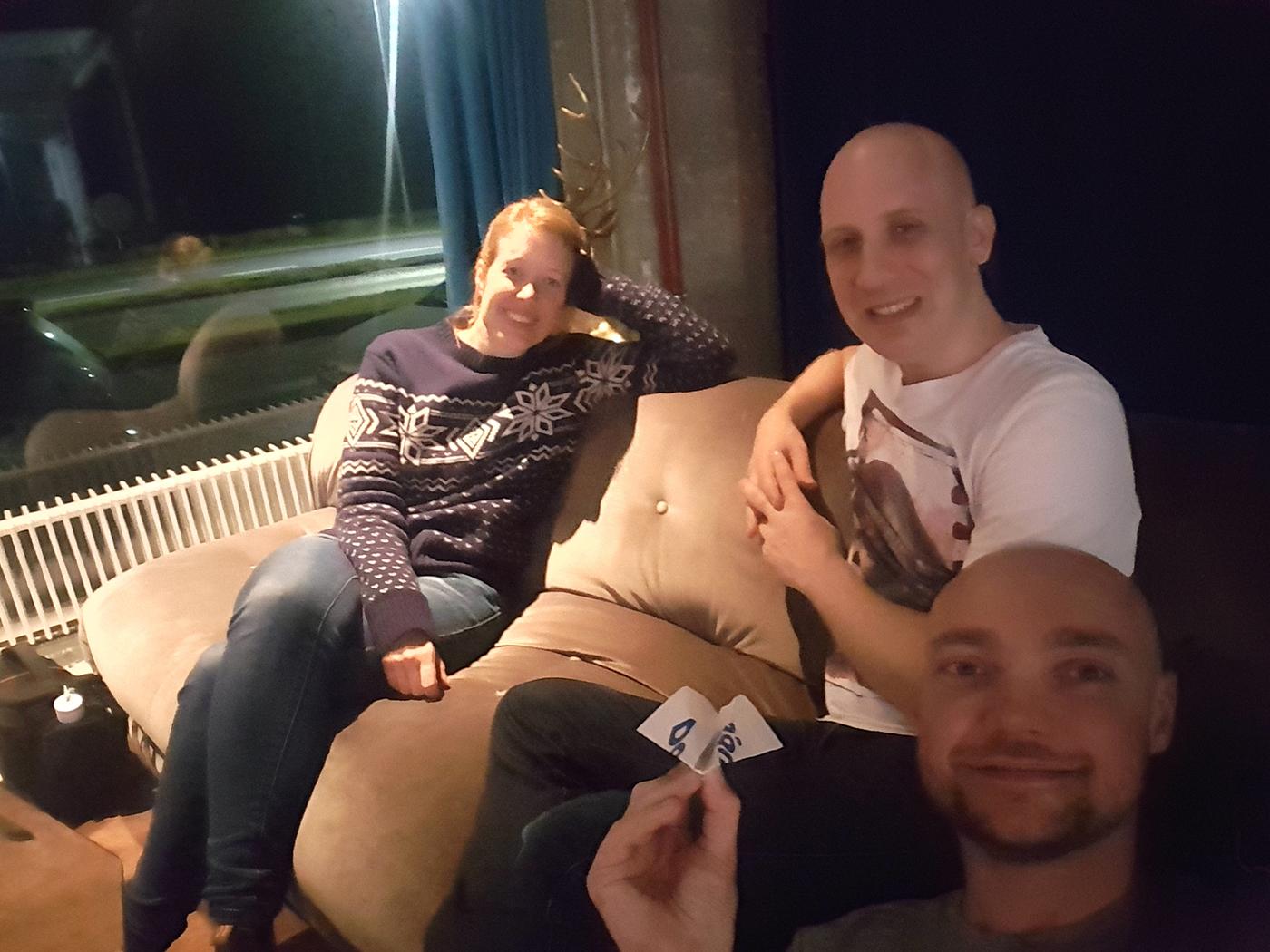 Met een Duitse reisgenoot in het hostel bij de vliegtuig vouwwedstrijd