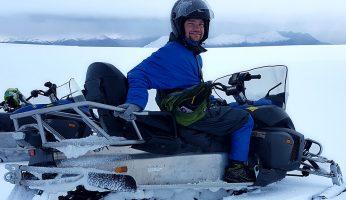 Michiel op de snowmobile